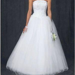 DAVID'S BRIDAL WEDDING DRESS TULLE SKIRT & BEADED